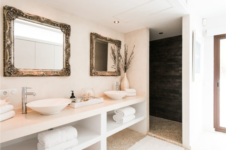 white-ibiza-villas-villa-novia-bathroom